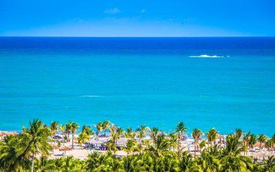 Maceió e suas praias em tom verde-esmeralda