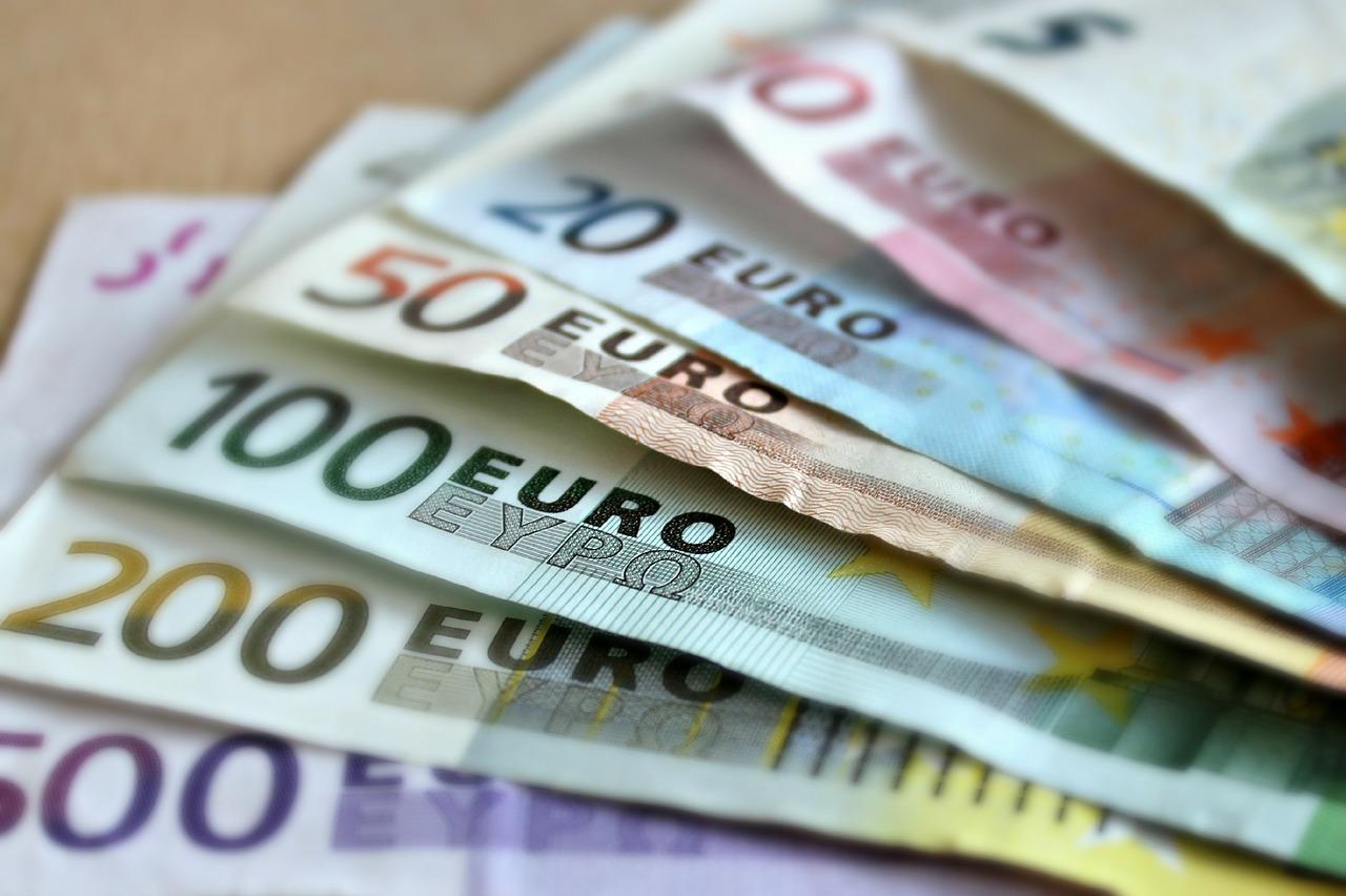 Saiba onde é mais barato comprar euro para sua viagem
