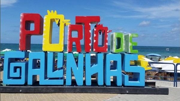 Letreiro estilizado é nova atração em Porto de Galinhas