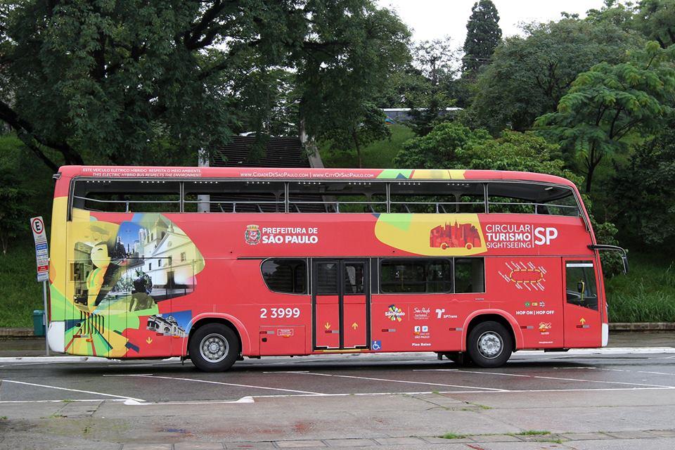 Ônibus de turismo em São Paulo passa por 10 atrações