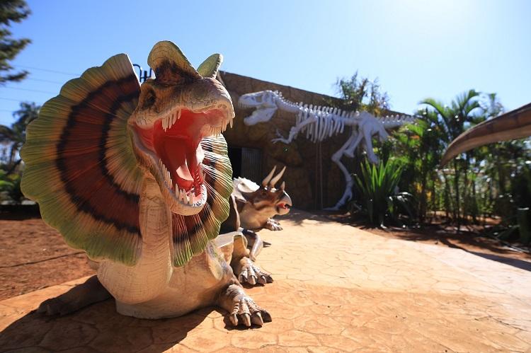 vale-dos-dinossauros-em-olimpia