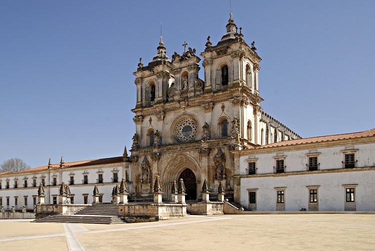 mosteiro-alcobaça-portugal