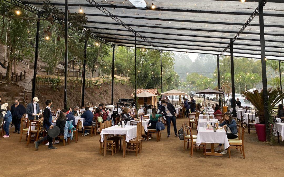 Restaurante ao ar livre com churrasco em Nazaré Paulista